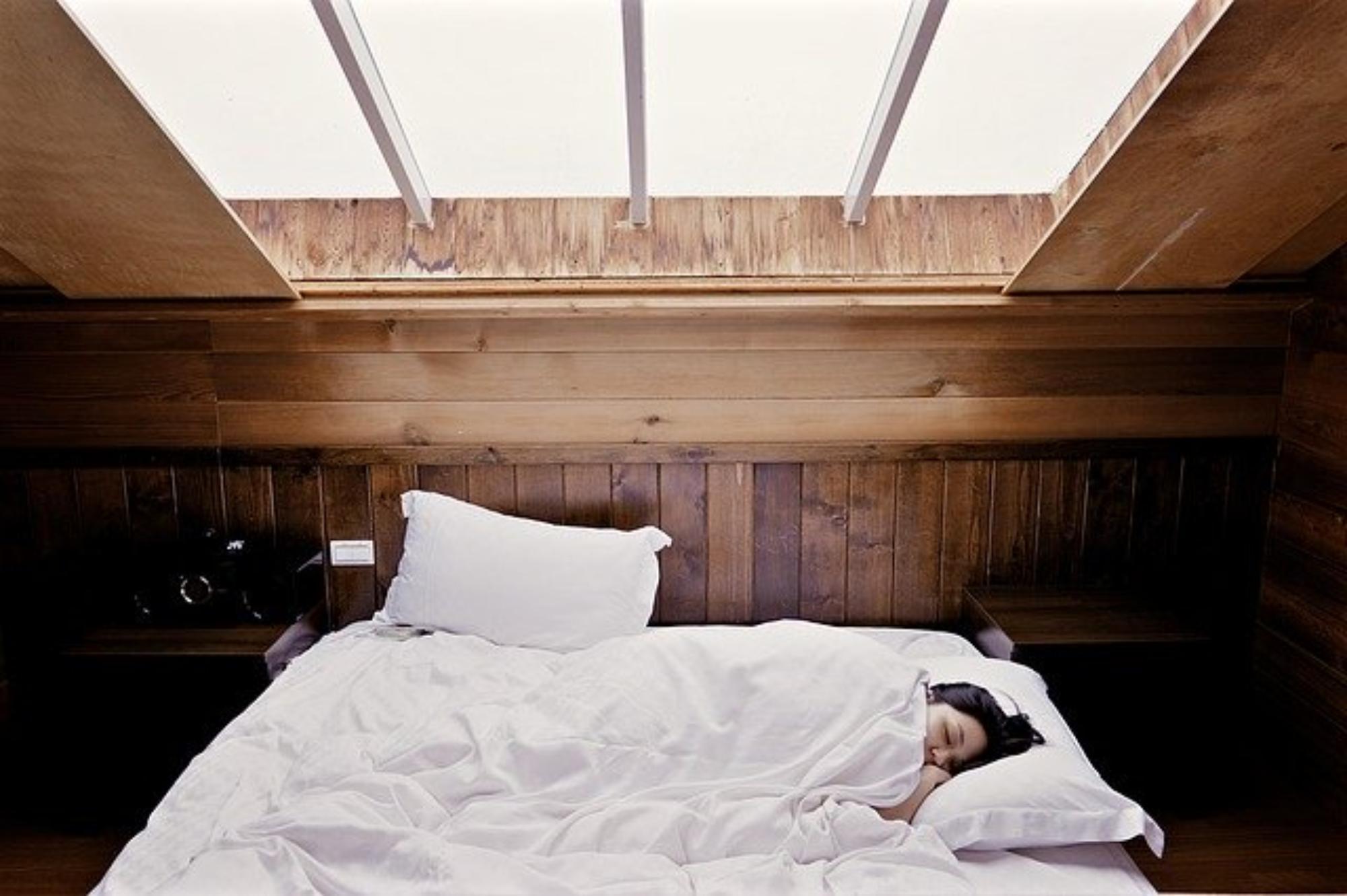 Lewitujące łóżko